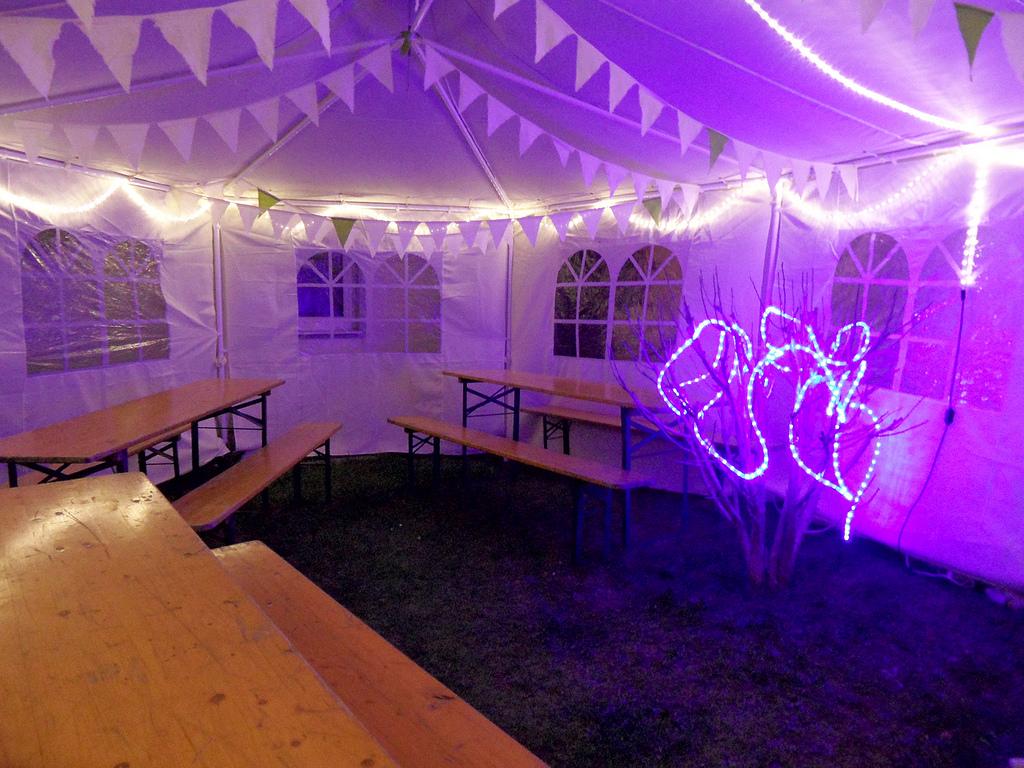 Garten lichterkette kaufen f r gartenparty und partyzelt topaktuellpartyzelt - Gartenparty beleuchtung ...